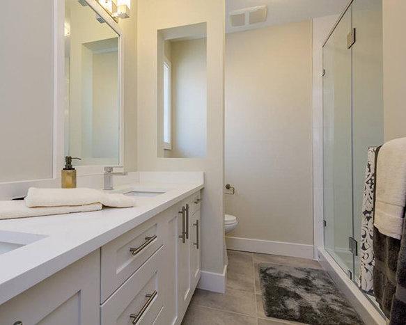 19913 70 Ave, Langley, BC V2Y 3A8, Canada Bathroom!