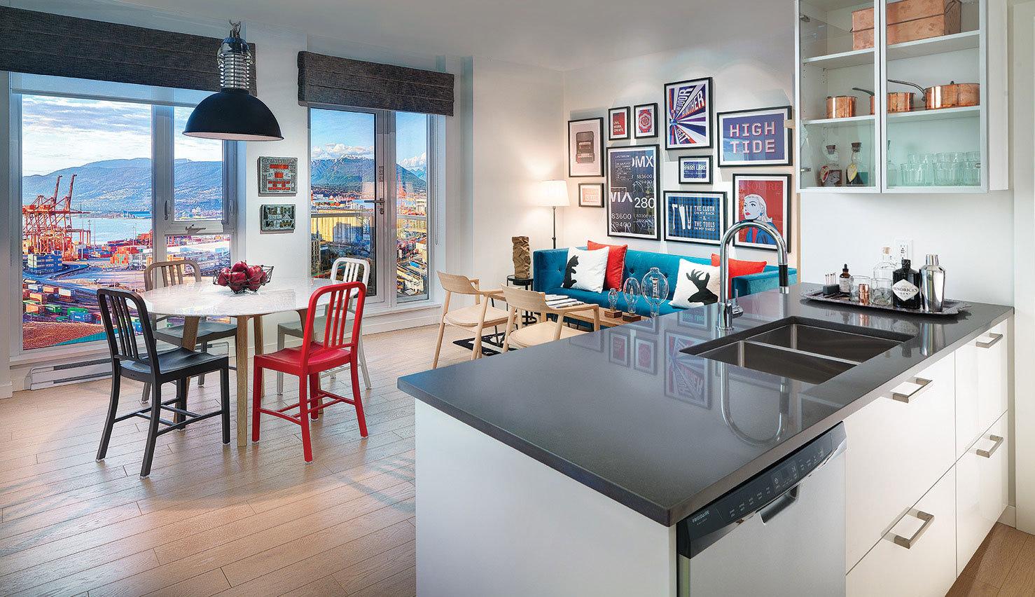 Display Suite Kitchen / Dining Room!