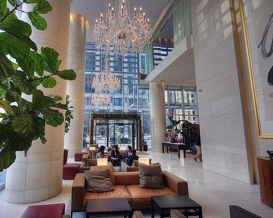 Hotel Lobby!