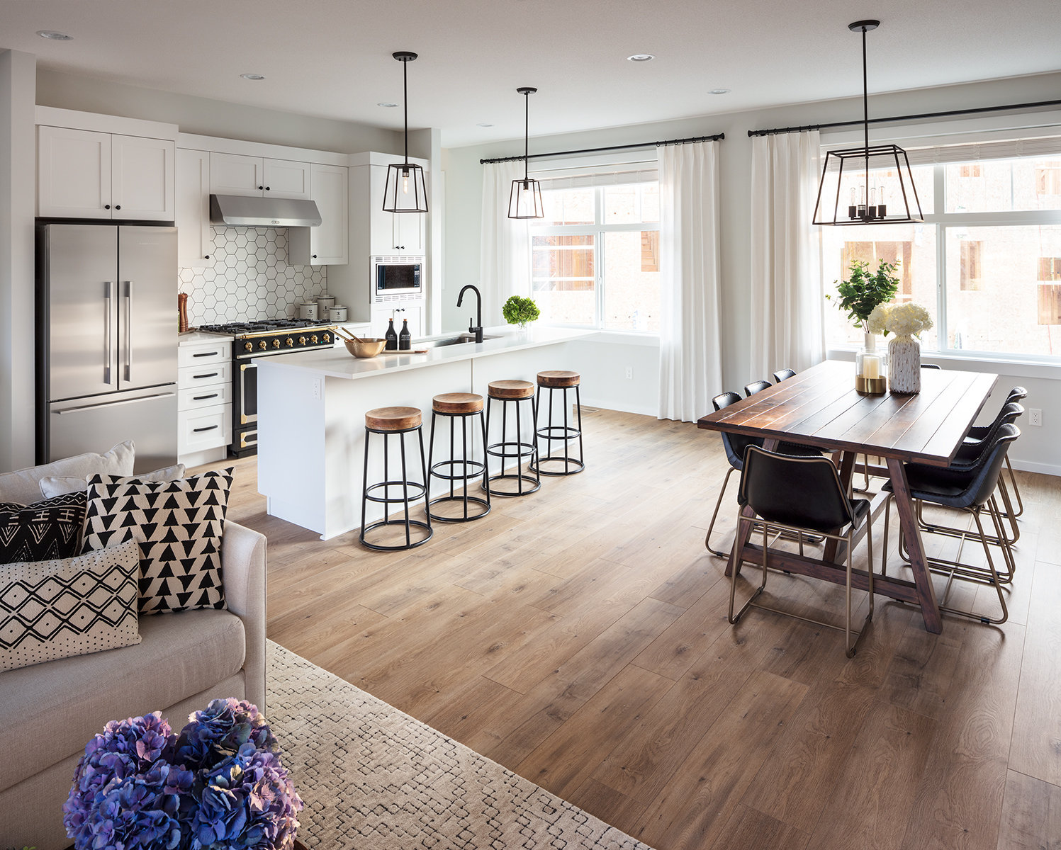 Kitchen, Dining & Living Area!