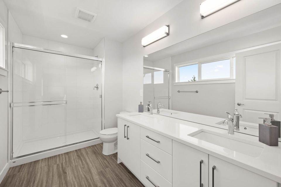 Bathroom - 6262 Rexford Dr, Sardis, BC V2R 4S5, Canada!