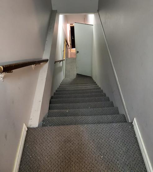 stairstomainfloor.jpg!