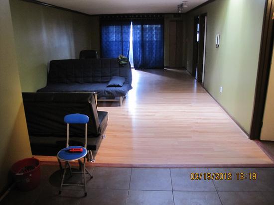 upstairsunitlivingroom.jpg!
