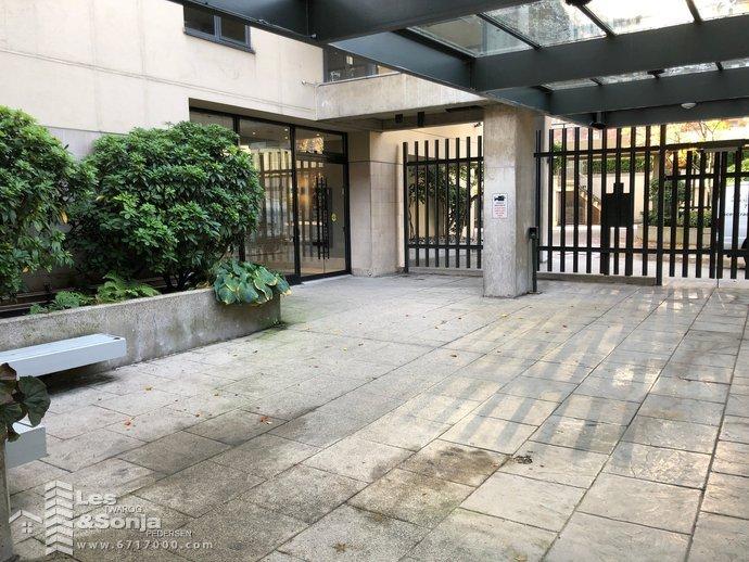 entrancecourtyard.jpg