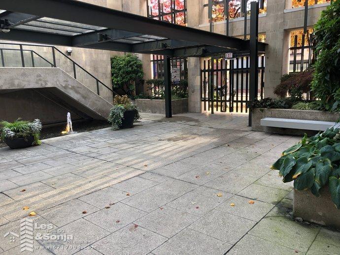 entrancecourtyard2.jpg